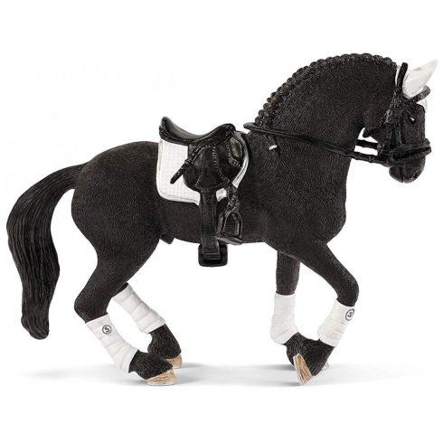 Schleich 42457 Fríz csődör a lovasbemutatón